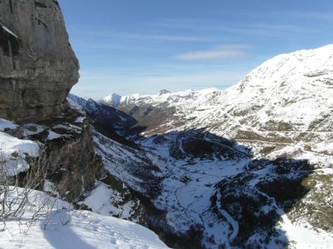 De regreso, el valle de Saliencia rasga las tierras asturianas.