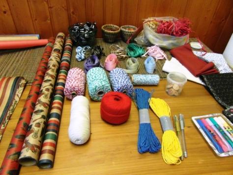 Materiales varios para dar forma, color y personalidad a los envoltorios
